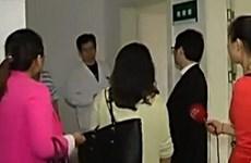 """""""Casanova Trung Quốc"""" bị tai nạn, 17 cô bạn gái tới thăm cùng lúc"""