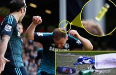 Cầu thủ Chelsea bị cổ động viên Queens Park Rangers tấn công