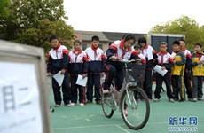 Các em học sinh đi xe đạp liệu có cần đến giấy phép lái xe?
