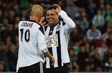 """Ronaldo """"béo"""" lập hat-trick trong ngày tái xuất sân cỏ cùng Zidane"""