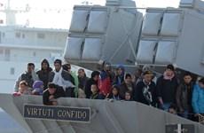 Italy cứu 220 người nhập cư trái phép trên biển Địa Trung Hải