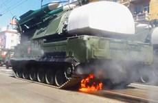 [Video] Xe chở tên lửa bốc cháy tại lễ kỷ niệm Ngày chiến thắng