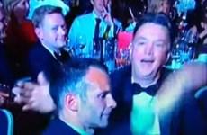Hình ảnh van Gaal bạt tai Ryan Giggs trong bữa tiệc tổng kết