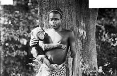 Sự thật khủng khiếp về người lùn bị nhốt với khỉ ở New York