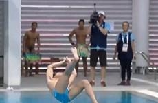 [Video] VĐV Philippines gây chấn động với màn nhảy cầu kỳ lạ