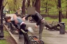 """Thiếu gia bệnh hoạn bị đánh vì """"thú chơi"""" làm nhục người khác"""