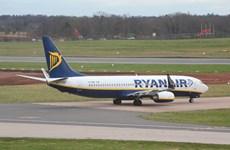 Máy bay chở khách của Ba Lan hạ cánh khẩn cấp do nghi có bom
