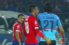 """Jara bị """"treo giò"""" ở World Cup vì hành vi thô thiển với Cavani"""