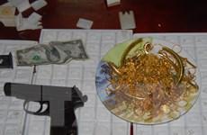 TP.HCM: Bắt nóng đối tượng sử dụng súng cướp tiệm vàng