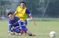 Fan Việt lo ngại Chí Công có thể gây chấn thương cho Sterling