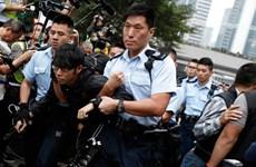 Một phụ nữ Hong Kong bị kết án tù vì dùng... ngực tấn công cảnh sát