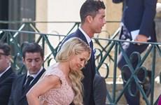 """Ronaldo gây sốc khi mua cả hòn đảo làm quà cưới """"siêu cò"""" Mendes"""