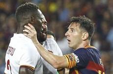 Lionel Messi hùng hổ húc vào mặt, túm cổ đối thủ ngay trên sân