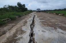 Nhiều tuyến đê tại Thanh Hóa bị sạt lở nghiêm trọng và bị nứt lớn