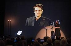 Cựu nhân viên tình báo Edward Snowden nhận giải Bjornson