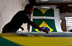 """S&P """"đánh tụt"""" xếp hạng tín nhiệm của Brazil xuống mức rủi ro"""