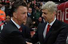 """Premier League: Arsene Wenger khiến Louis van Gaal """"nóng mặt"""""""