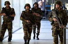 Pháp phát hiện chiếc xe chở các tay súng tấn công đồng loạt ở Paris