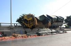 Ninh Bình: Lái xe ngủ gật đâm vào dải phân cách cầu Gián Khẩu