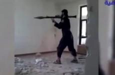 Một phiến quân IS bị nổ tung trong khi dùng súng phóng lựu