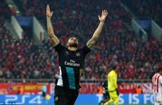 Giroud rực sáng, Arsenal lách khe cửa hẹp vào vòng knock-out