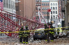 Cận cảnh vụ sập cầu cẩu kinh hoàng giữa thành phố New York