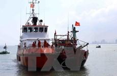 Các thuyền viên tàu QNg 94499TS bị nạn đã về đất liền an toàn