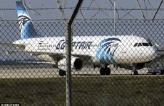 Không tặc bắt cóc chiếc máy bay của Egypt Air là do... thất tình