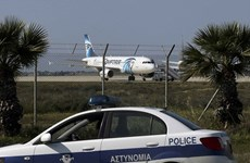 Những hình ảnh mới nhất từ hiện trường vụ máy bay bị bắt cóc