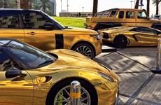 """Đường phố ở London """"náo loạn"""" bởi dàn siêu xe bọc vàng"""
