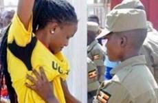 Cảnh sát Uganda sờ soạng phụ nữ giữa thanh thiên bạch nhật