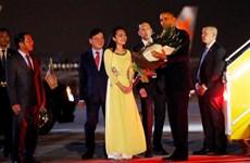Video nữ sinh viên Hà Nội tặng hoa cho Tổng thống Hoa Kỳ Obama