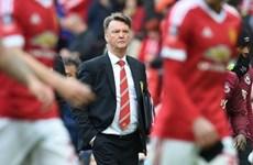 Man United chính thức ra thông báo sa thải HLV Louis van Gaal