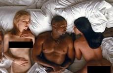 "Taylor Swift, Donald Trump ""khỏa thân"" cạnh Kanye West-Kardashian"