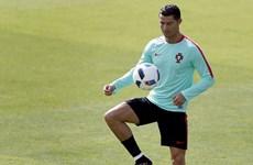 """Tuyển Bồ Đào Nha tìm cách """"cởi trói"""" cho Cristiano Ronaldo"""