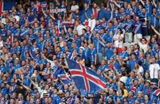"""Tổng thống Iceland sang Paris """"tiếp lửa"""" đội nhà đối đầu Pháp"""