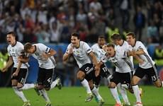 """Tuyển Đức giành vé vào bán kết sau loạt """"đấu súng"""" kịch tính"""