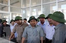Thủ tướng kiểm tra việc khắc phục hậu quả bão số 1 ở Nam Định