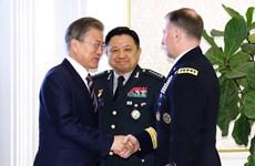 Tổng thống Hàn Quốc Moon Jae-in gặp các chỉ huy quân sự chủ chốt