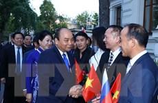 Thủ tướng thăm Đại sứ quán và cộng đồng người Việt tại Liên bang Nga