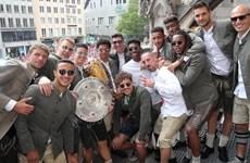 Cận cảnh lễ ăn mừng cú đúp danh hiệu của Bayern tại Marienplatz
