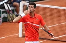 Novak Djokovic 'tốc hành' vào vòng tứ kết Roland Garros 2019