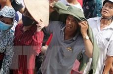 Cận cảnh hàng nghìn người xếp hàng dài chờ mua vé xem U23 Việt Nam
