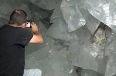 Cận cảnh hang động pha lê lớn nhất châu Âu sâu trong lòng đất