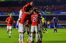 Đương kim vô địch Chile 'phô trương sức mạnh' ngày ra quân