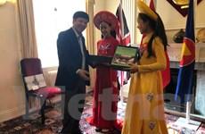 Đoàn Ủy ban Nhà nước về người Việt Nam ở nước ngoài làm việc tại Anh