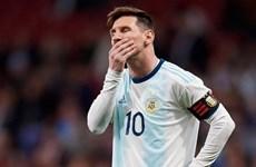 [Video] Cận cảnh pha sút bóng lên trời khó tin của Lionel Messi