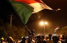 Hàng trăm sinh viên biểu tình kêu gọi thành lập chính quyền dân sự