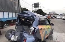 Bình Dương: Xe khách bất ngờ mất lái gây tai nạn liên hoàn