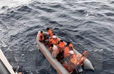 Nghệ An: Tàu cứu nạn đưa 7 ngư dân vụ chìm tàu vào đất liền